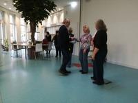Herr Möller nimmt Ehrungen von engagierten Mitgliedern vor.