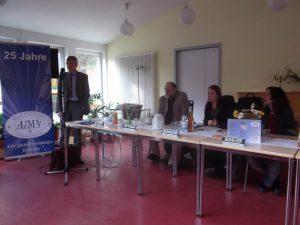 Bild:ABiMV-Herr Jörg Heydorn, MdL und Vorsitzender der Enquetekommission bei seinem Vortrag, Herr Wittmann, Frau Schmalenberg und Frau Scheier im Präsidium